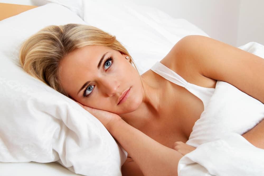 en kvinde kan ikke falde i søvn