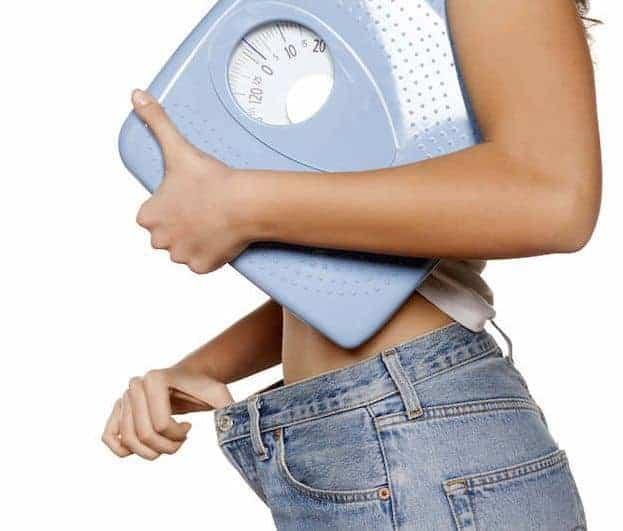 femme mince avec poids