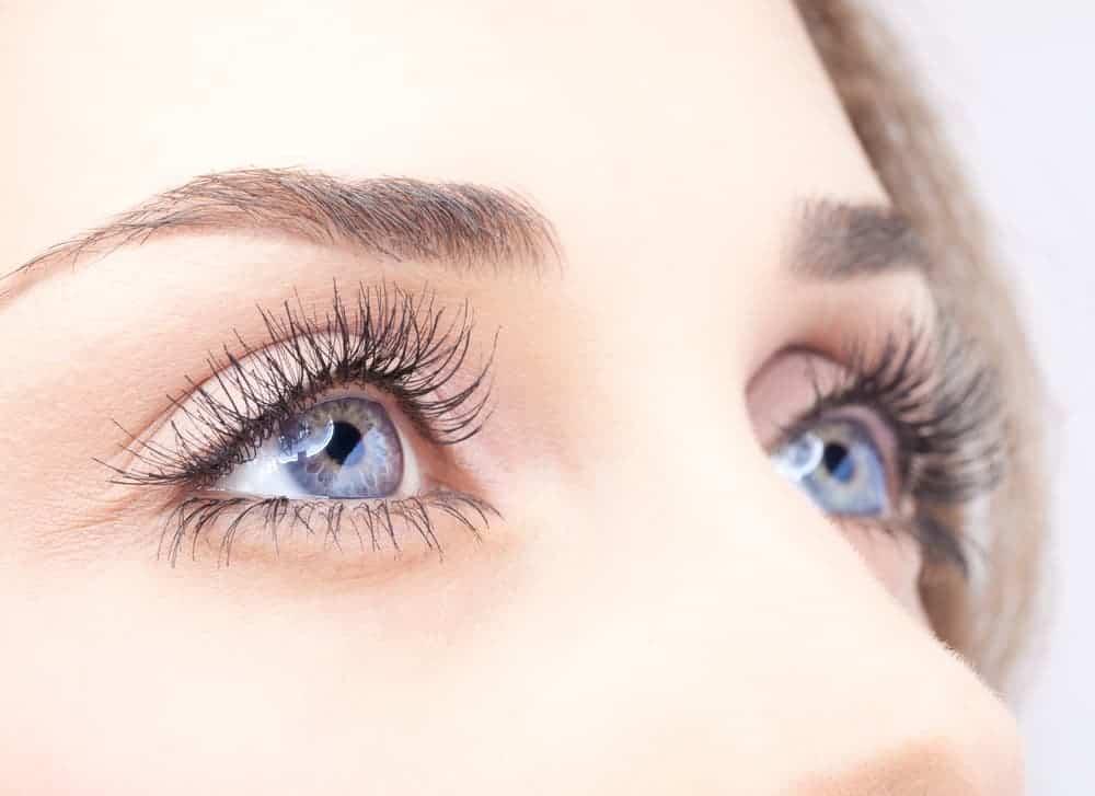 női szemek