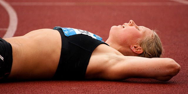 een vermoeide atleet
