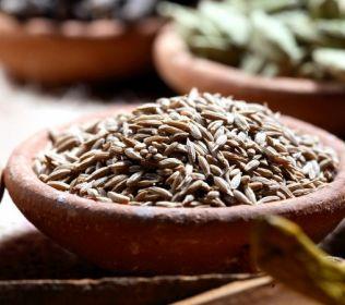 grãos de cominho romano