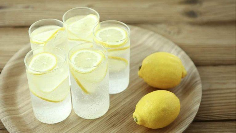 woda z cytryna kurkuma