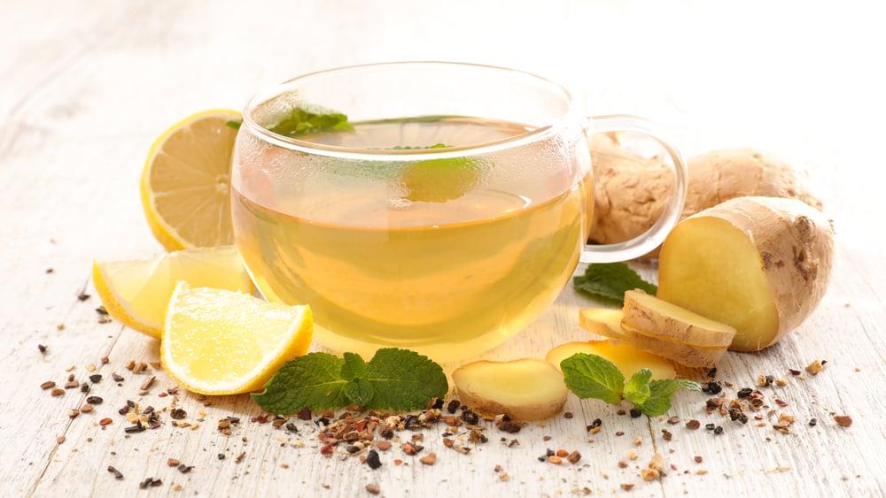 chá com limão e gengibre