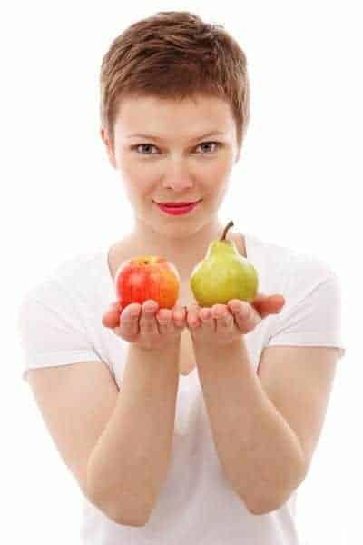 a woman keeps an apple and a pear