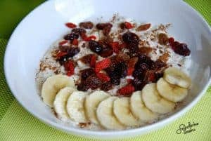 Cottage cheese with fruit and jam