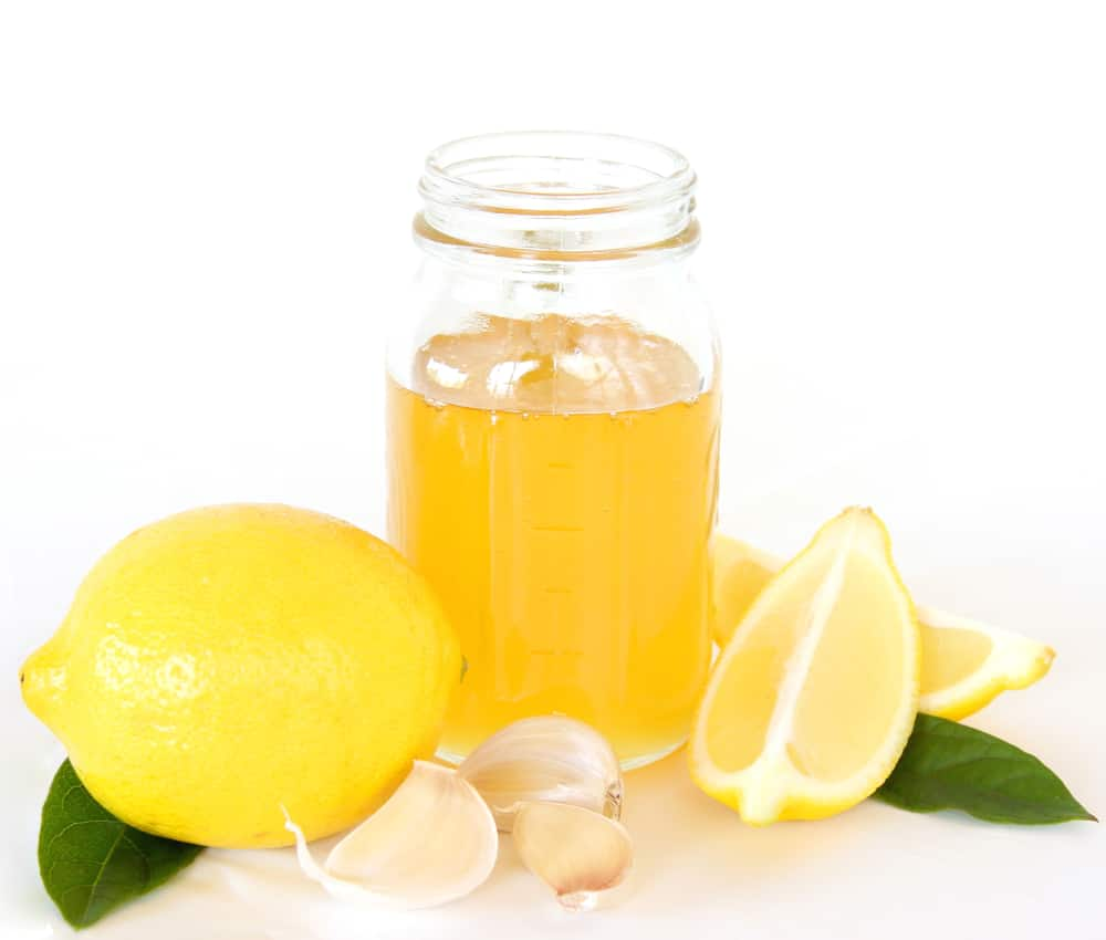Ginger, lemon juice and garlic